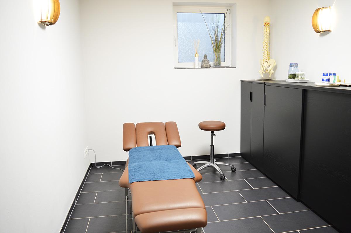 Behandlungszimmer der Naturheilpraxis Alexandra Golumbeck in Hontheim